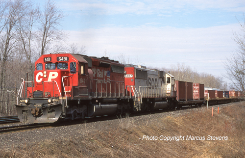 CP 5491 leads train #153 at Guelph Jct, April 2001.